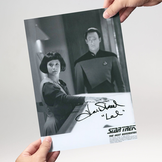 Hallie Todd 2 - Star Trek The Next Generation - Originalautogramm mit Echtheitszertifikat