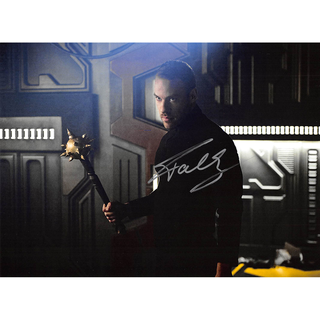 Falk Hentschel 2 - Legends of Tomorrow - Originalautogramm mit Echtheitszertifikat