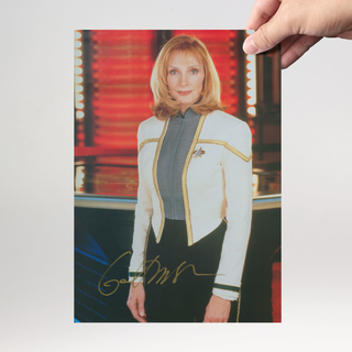 Gates McFadden 2 - Star Trek The Next Generation Doctor Beverly Crusher - Originalautogramm mit Echtheitszertifikat