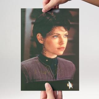Nicole de Boer 2 - Star Trek Deep Space Nine Ezri Dax - Originalautogramm  mit Echtheitszertifikat